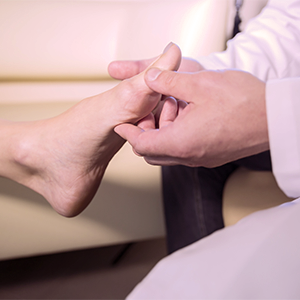 A doctor inspects a case of Hallux Valgus.