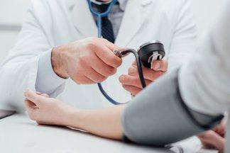 Die Einheit mmHg (Millimeter Quecksilbersäule) wird auch zur Messung des Blutdrucks verwendet.