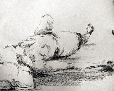 Frau auf dem Rücken liegend