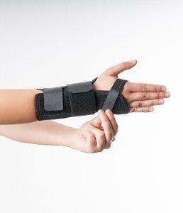 Dynamics Handgelenkstütze am Handballen verschließen