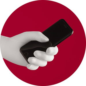 Using a touch screen without taking off the glove: possible with the smartphone finger.