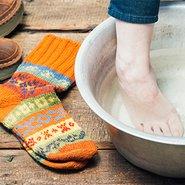 Ein Fußbad hilft bei kalten Füßen