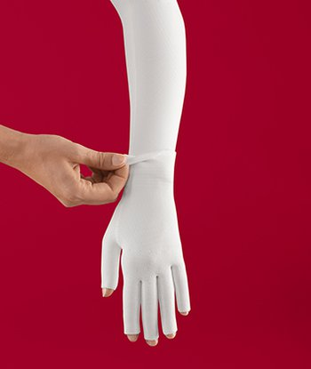 Zweiteilige Versorgung aus Armstrumpf und Handschuh