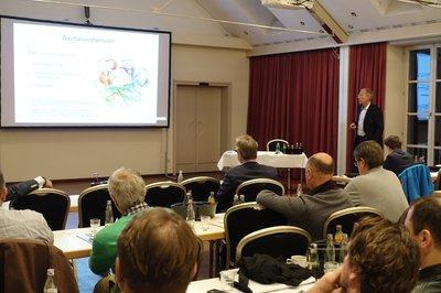 Biologischen Therapieansätzen widmete sich der Vortrag von Dr. med. Wolfgang Willauschus