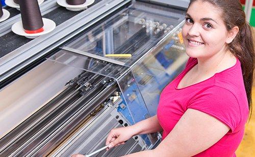 Celina lernte den Beruf bei Ofa Bamberg an einem Girl's Day kennen.