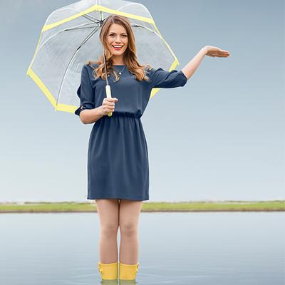 Frau mit Regenschirm | Ofa Bamberg