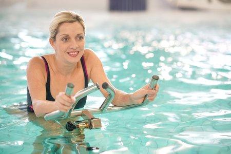 Sport im Wasser bringt für Lipödem-Patientinnen viele Vorteile.